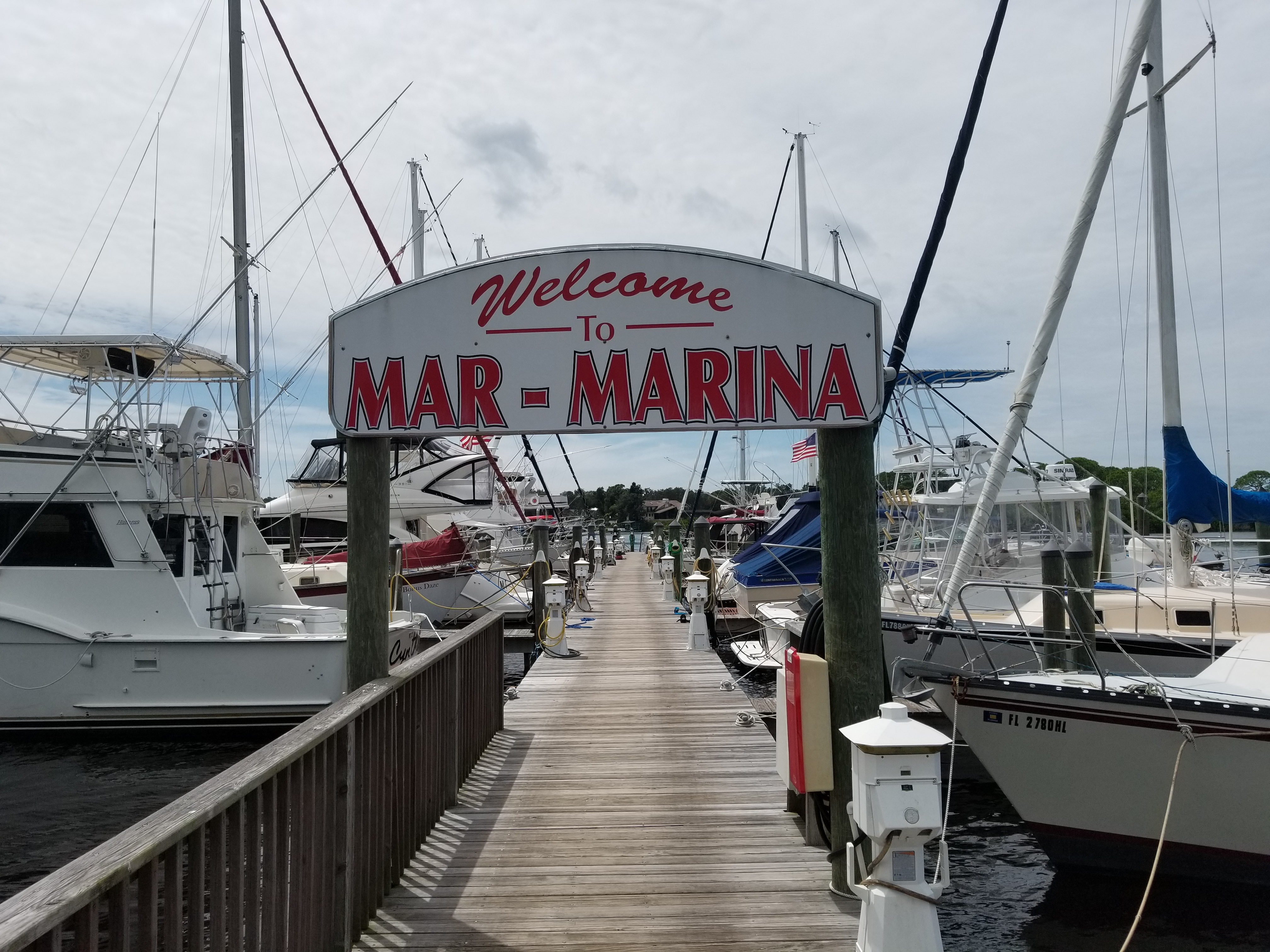 Boat Hull Cleaning. Mar Marina. Tarpon Springs. Florida. Alex's Dive Service Inc.